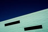Norge, dette extravaganza i periferien av Europa, mellom oljeterminal og sommerhytte, fjellgård og glassarkitektur, er ikke paradiset på jorda, men et selvrådighetens monument, og en murrende idyll. Hans Magnus Enzensberger