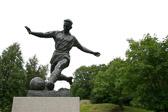 """Roald """"Kniksen"""" Jensen. En av sportsklubben Branns beste spillere gjennom alle tider. """"Fotball representerer nok det aller, aller mest sportslige når det gjelder sport."""" Karen-Marie Ellefsen"""