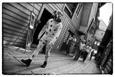 """""""Kle deg så kostbart som din pung kan tåle, men uten luksus - rikt, men ikke glorete, for ofte kunngjør drakten hvem man er."""" William Shakespeare   Vinnerbildet i Ur & Fotos Photowalk 2011."""